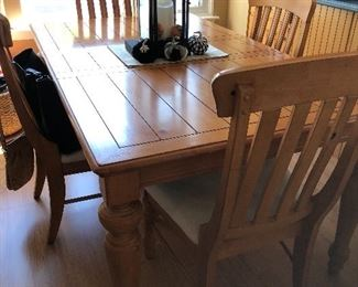 Beautiful pine table and chairs