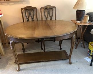Queen Anne Style Dining Table with Leaves (photo shows with one leaf-3 available) and 5 chairs
