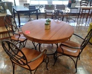 Oak Pedestal Table with 4 chairs.