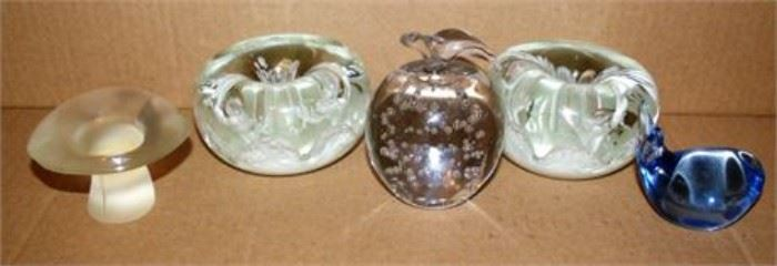 Lot 035 Paperweights