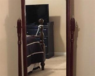 Adjustable floor mirror