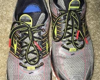 Brooks mens tennis shoes