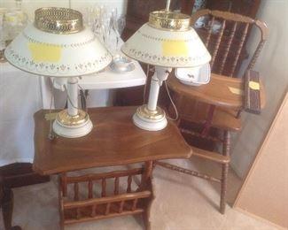 Magazine rack end table plus pair of vintage metal lamps