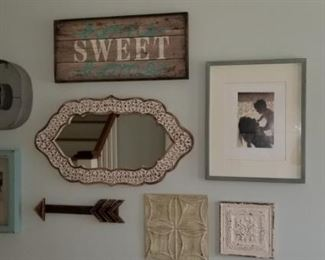 Wall décor and pictures!