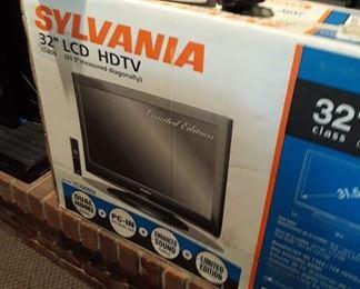 """NIB 32"""" LCD HDTV"""