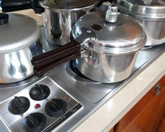 Frigidaire Range Top / Pressure Cookers