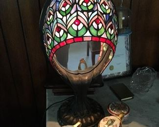 Peacock Feather Design Stain Glass Lamp with Mirror