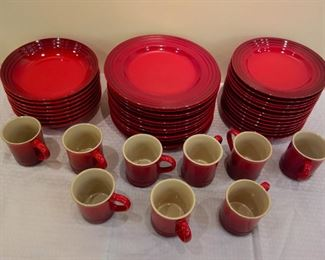 8-piece Le Creuset dinnerwearset in perfect condition. Silent Auction.