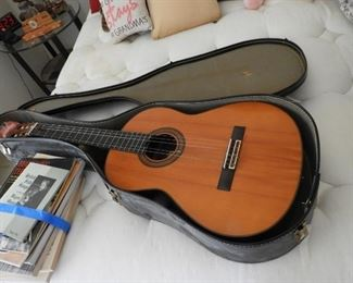 Yamaha 231 II guitar in  ase