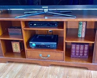 Open storage cabinet -sold separately from the TV unit