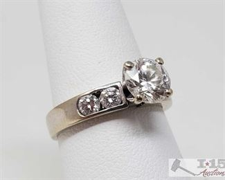 103: 18k Gold Diamond Ring, 4.2g Weighs approx 4.2g, approx size 6.5