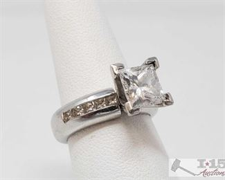107: .950 Platinum Diamond Ring, 18.5g Weighs approx 18.5g, approx size 6.5