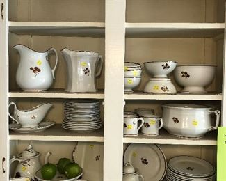 Tea Leaf ironstone water pitchers, footed bowls, casseroles, coffee pots, sugar bowl, plates, chamber pot
