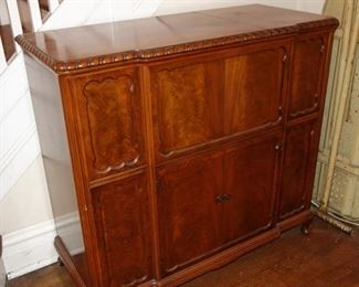 Vintage console stereo cabinet w/ turntable, not working