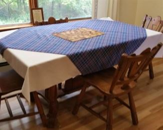 Maple dining room table, 1 leaf, 6 chairs