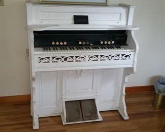 Antique pump organ (functioning)