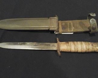 WWII military US M 3 fighting knife or trench knife. First issued in March 1943