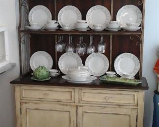 Country French Haverty's hutch