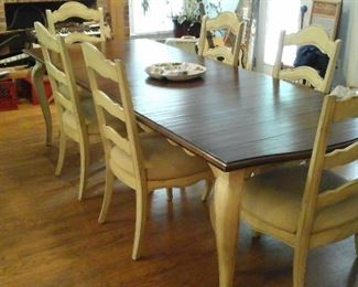 Country French dining table with 6 chairs and 1 leaf