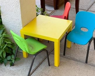 Kids table w/ 3 Chairs