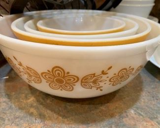 Vintage PYREX WHITE w/ Butterfly Butterscotch FLOWERS MIXING SERVING BOWLS