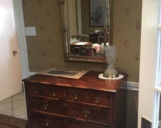 Chest of Drawers, 5-drawer English Georgian style with brass pendant pulls, circa 18th century La Barge Keyhole mirror