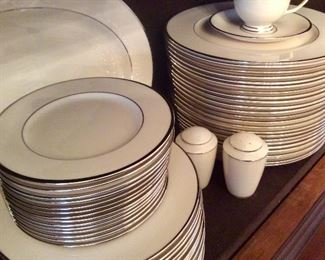 "Lenox Fine Bone China ""Montclair"""