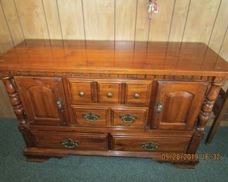 Very nice dinning sideboard. Has a Glass on top to keep it from getting scratched.