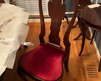 Henkel Harris, Virginia Gallery Dining Table and Chairs- all mahogany, Pristine Condition