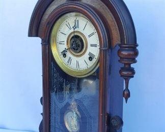 ANTIQUE VICTORIAN MANTEL CLOCK