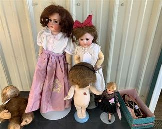 Antique dolls, yes/no monkey, Madames