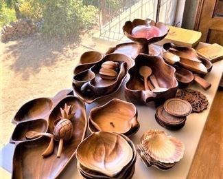 Wood Serving Bowls & Plates