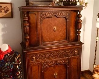Exquisitely carved Bernhardt antique hutch