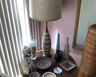 Large mid-century lamp; retro coffee table; selection of mid-century pottery.