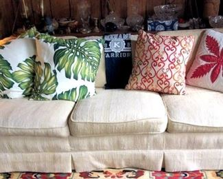 APT018 Comfy Sofa with Throw Pillows