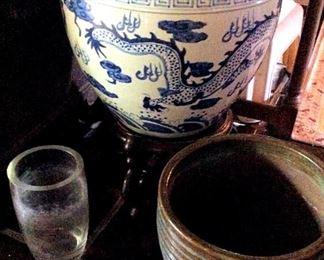 APT042 Dragon Planter Pot