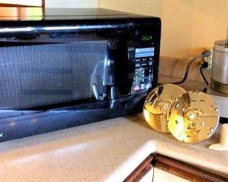 APT083 Microwave and Food Processor