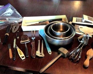 APT082 Kitchenware Mystery Lot