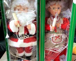 APT087 Mr. & Mrs. Claus