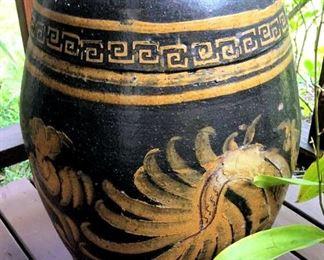 APT100 Ceramic Hand Painted Pot