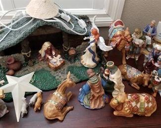 z Done Porcelean Nativity Set