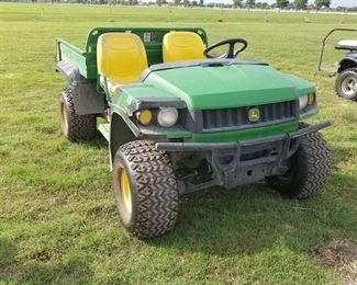 John Deere Gator - hpx 4 x 4- new tires and electric bed lift
