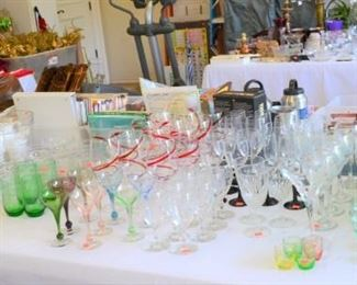 VARIETY OF GLASSES AND DECANTERS