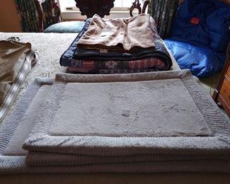 Bath mat set of 3.