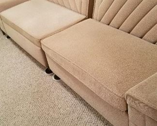 Another view of this great sofa