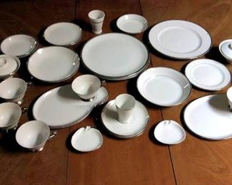 HMT031 Fine China by De Ville Dinnerware Selection