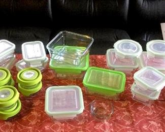 HMT040 Assorted Snapware Dishes