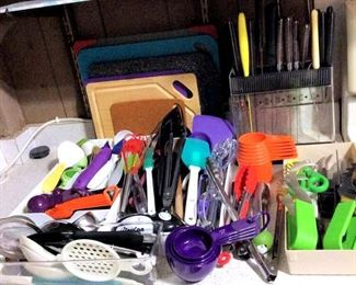 HMT067 Knives, Cutting Boards & Various Kitchen Utensils