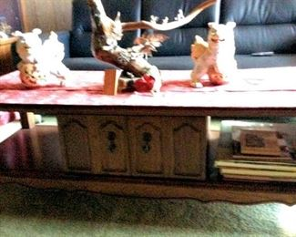 HMT077 Coffee Table & Foo Dogs