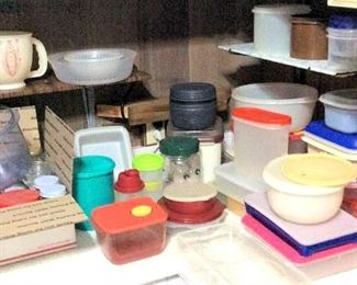 HMT085 Mystery Lot of Tupperware & Other Various Food Storage Containers